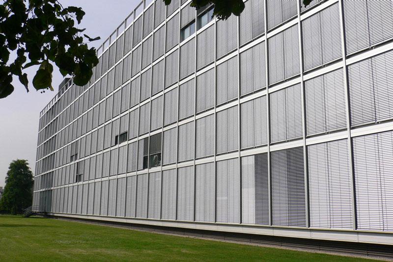 Außenjalousien Bürogebäude