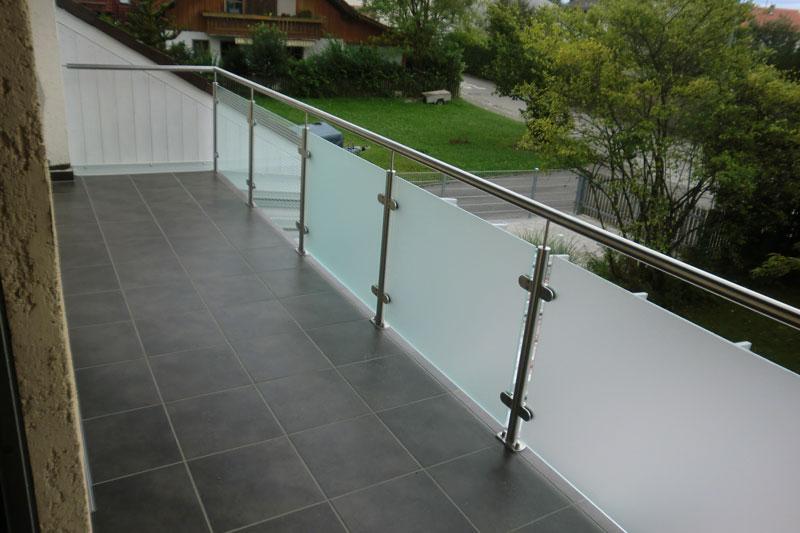 Glasgeländer am Balkon